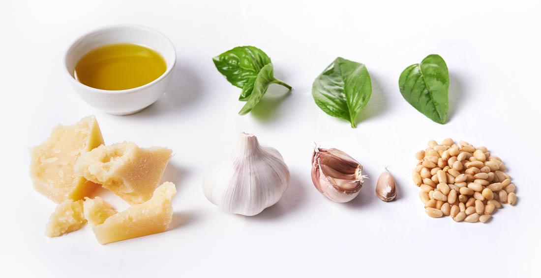 Albahaca y aceite de oliva virgen extra: ingredientes del pesto